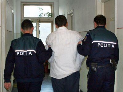 Foto: Năvodăreanul acuzat că şi-a omorât concubina în bătaie a fost arestat