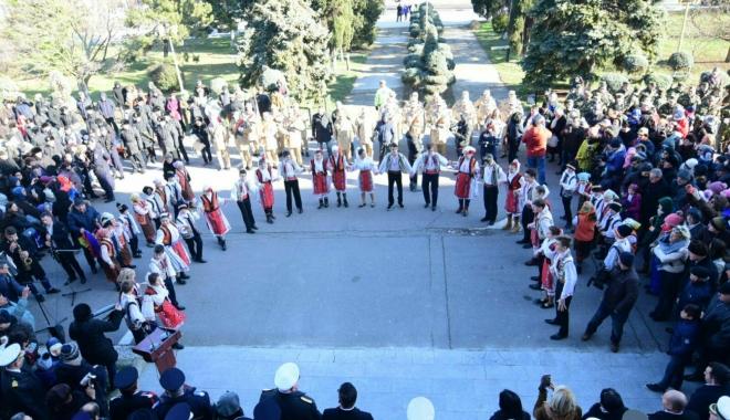 Foto: GALERIE FOTO / Ziua Unirii Principatelor, sărbătorită şi la malul mării