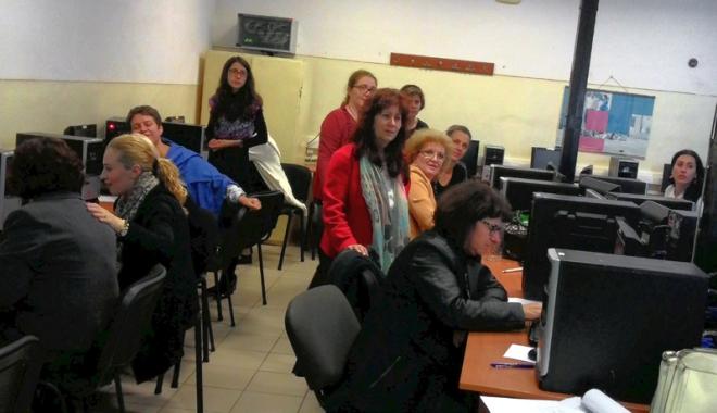 Foto: 26 de cadre didactice vor să înveţe să scrie proiecte