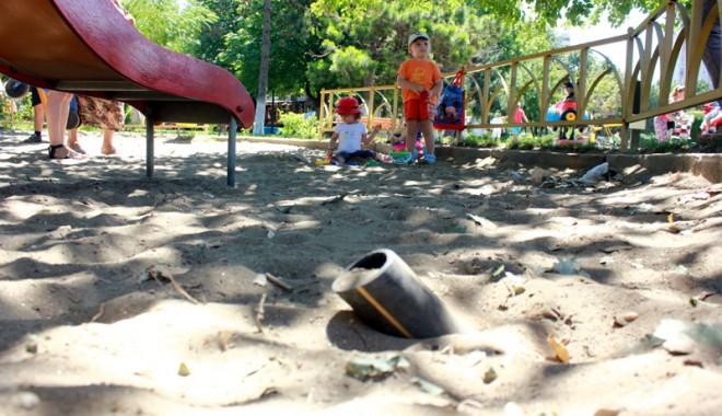 Foto: GALERIE FOTO / Locuri de joacă sau capcane pentru copii?