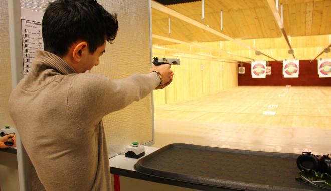 Foto: Colecţionarii de arme se vor întrece în Poligonul Zip Escort
