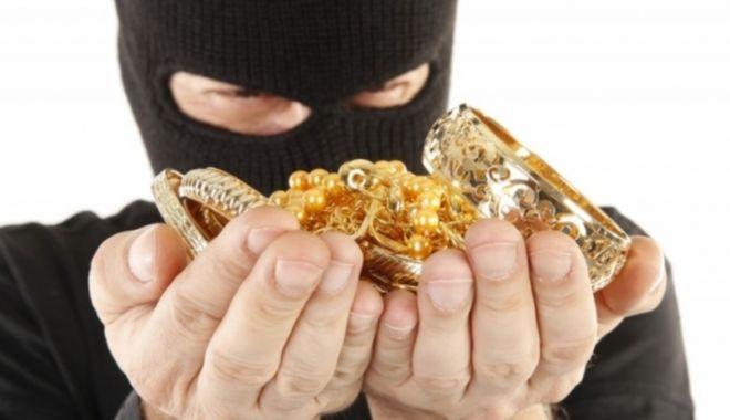 BIJUTERII FURATE DINTR-UN AMANET. Hoțul a fost prins! - 26octfurtbijuterii-1603710732.jpg