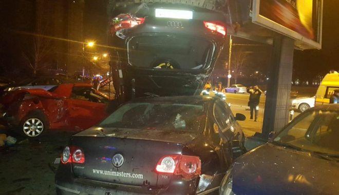 Foto: ACCIDENT CU 10 MAŞINI IMPLICATE ŞI UN STÂLP DĂRÂMAT, ÎN ZONA GĂRII CONSTANŢA. Ce spune Poliţia Rutieră despre acest incident