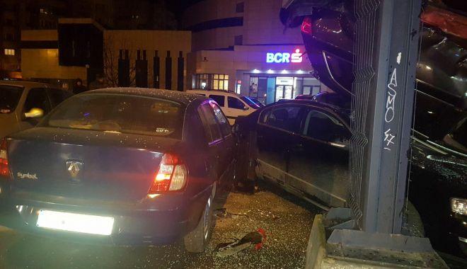 GALERIE FOTO / ACCIDENT RUTIER SPECTACULOS la Constanţa. 10 mașini implicate - 27999625172685234400421119986249-1518482983.jpg