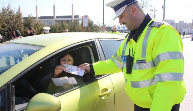 Foto: Poliţiştii vor oferi mărţişoare doamnelor şi domnişoarelor