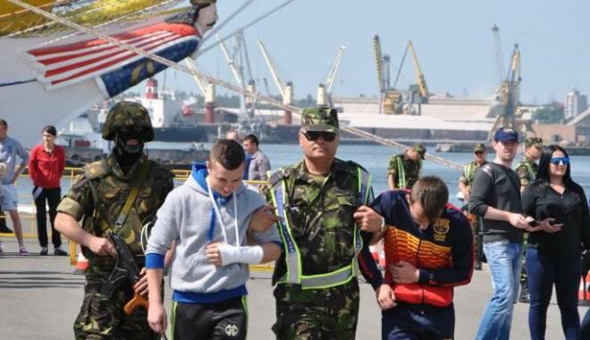 Foto: GALERIE FOTO / Zeci de vieţi salvate în portul Constanţa