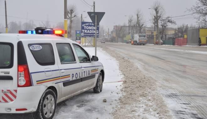 Foto: IARNĂ GREA LA CONSTANŢA. Poliţiştii, sfaturi pentru şoferi