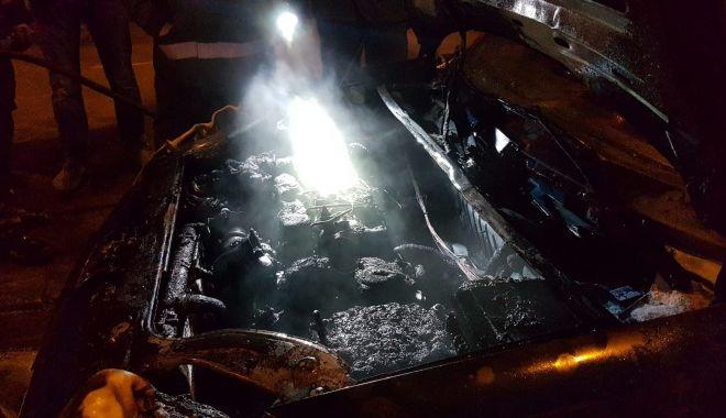GALERIE FOTO-VIDEO / INCENDIU pe bulevardul Lăpuşneanu din Constanţa: Un autoturism a luat foc - 29249211176097419725869282023417-1521133099.jpg