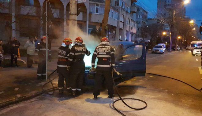 Foto: GALERIE FOTO-VIDEO / INCENDIU pe bulevardul Lăpuşneanu din Constanţa: Un autoturism a luat foc