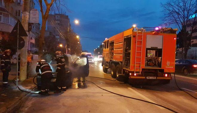GALERIE FOTO-VIDEO / INCENDIU pe bulevardul Lăpuşneanu din Constanţa: Un autoturism a luat foc - 29261517176097418059202743959070-1521133092.jpg