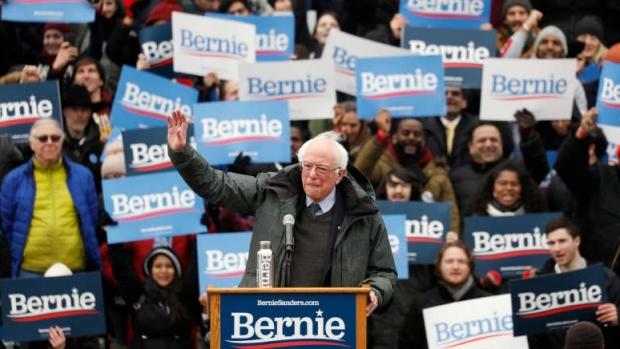 """Foto: Bernie Sanders îşi lansează campania electorală şi îl califică pe Donald Trump drept """"persoana cea mai periculoasă"""""""