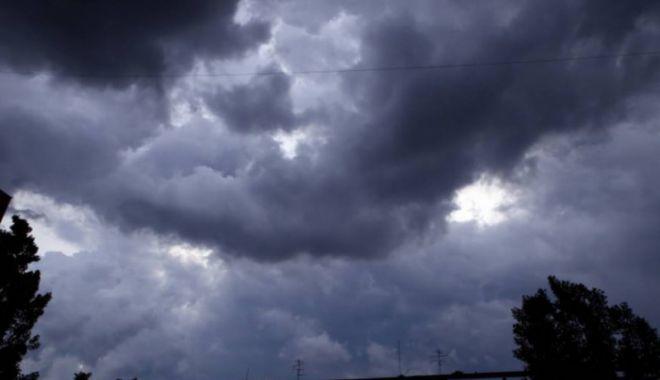 Foto: COD PORTOCALIU de ploi torenţiale, la Constanţa