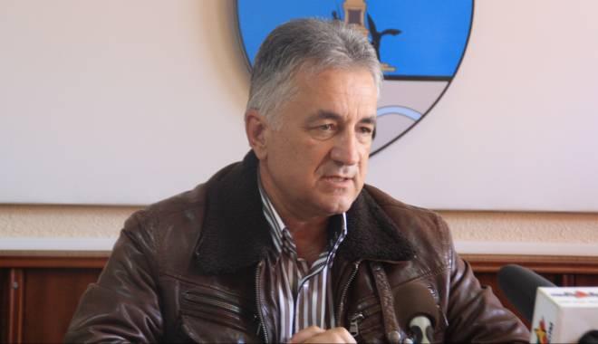 Foto: Primarul din Tulcea, reţinut pentru că a luat mită un apartament