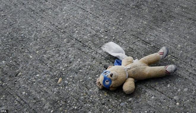 Băieţel de 5 ani, GĂSIT MORT PE STRADĂ! Părinţii îl pedepsiseră că a făcut pe el