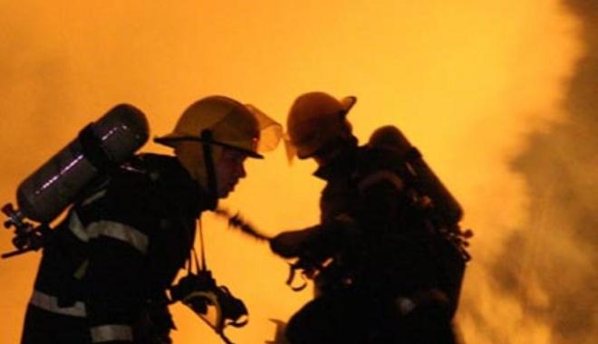 Foto: CLIPE DE GROAZĂ. Explozie puternică într-un imobil