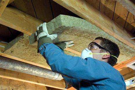 Foto: V-aţi săturat de frig şi vreţi să izolaţi casa la interior?  Ştiţi cu ce riscuri?
