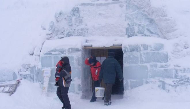 Petreceţi vacanţa în igluurile de la Bâlea Lac! - 2hotelgheata-1322855275.jpg