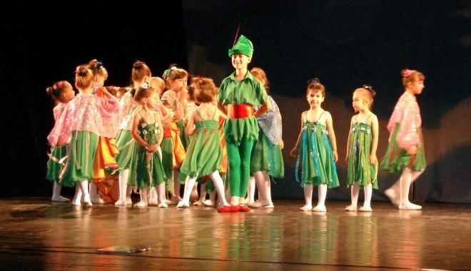 Foto: �napoi la copil�rie, fermeca�i de Peter Pan