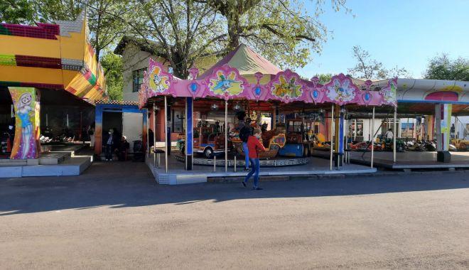 GALERIE FOTO / Este activitate în Satul de Vacanță. Constănțenii au ieșit la plimbare - 3-1620572576.jpg