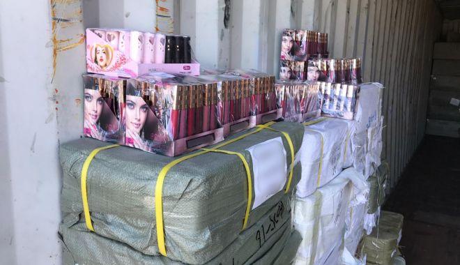 Foto: Cosmetice contrafăcute, confiscate la Constanța