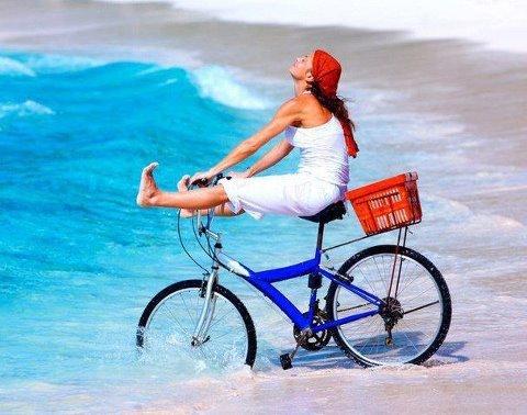 Foto: Cu bicicleta în tren, spre mare sau munte