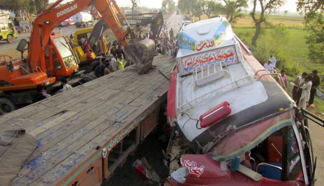 Foto: 30 de morţi, în urma unei tragedii rutiere