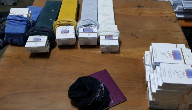 Foto: Țigări de contrabandă ascunse pe corp, descoperite la P.T.F. Vama Veche