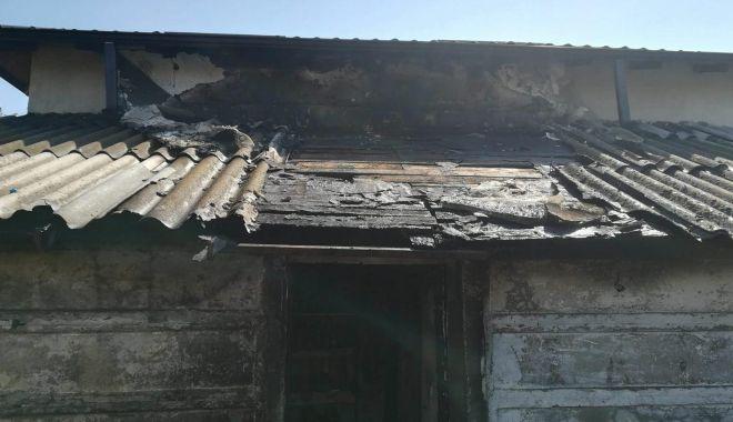 Update! Arde magazia unei case, la Mangalia. O persoană se află înăuntru! - 31277633180323289969948866803100-1524571699.jpg