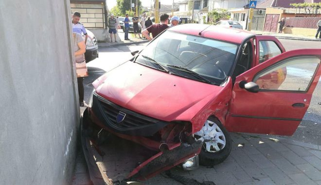 GALERIE FOTO. Accident rutier la Constanţa, după ce un şofer nu a oprit la STOP