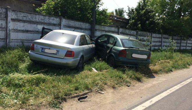 Foto: Un şofer din Constanţa a făcut accident, imediat cum a pornit maşina!