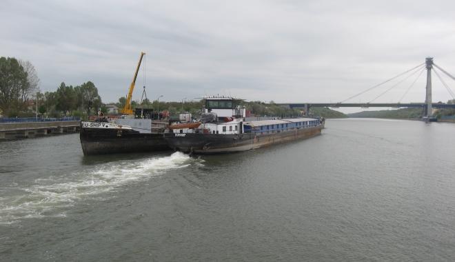 Foto: 33 de ani de navigaţie pe Canalul Dunăre - Marea Neagră
