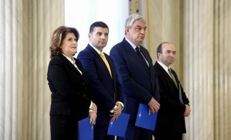 Foto: Noii miniştri din Guvernul Grindeanu au depus jurământul de învestitură