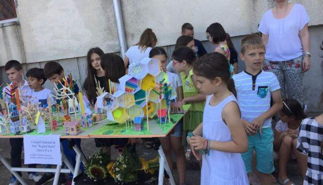 """Foto: Elevii de la """"Regina Maria"""" se joacă """"de-a arhitectura"""""""