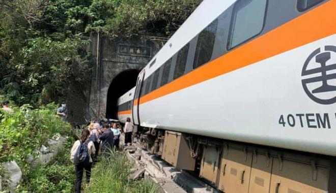 Un tren a deraiat în Taiwan. Sunt cel puţin 36 de morţi şi peste 70 de răniţi - 3500-1617348716.jpg