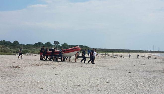 Foto: Au fost reluate căutările pe plaja Corbu. Echipele de intervenţie caută copilul de 14 ani şi un militar dispărut
