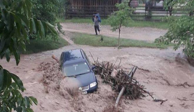 Foto: GALERIE FOTO / Fenomene extreme! Ploile torenţiale au făcut ravagii în România