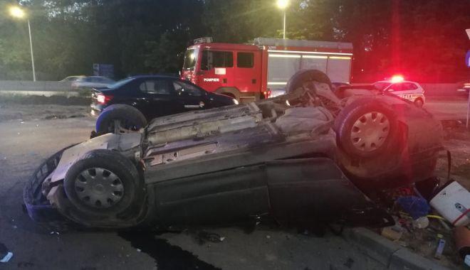 Galerie FOTO. Mașină răsturnată din cauza vitezei. Victima este conștientă - 35f552ebacd64b438469fab92e921ebf-1593198754.jpg