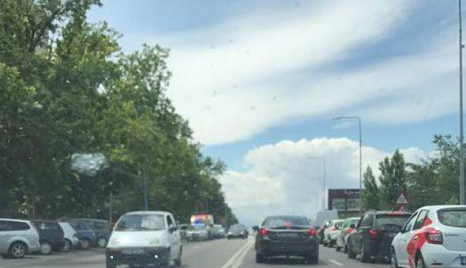 Foto: ACCIDENT RUTIER GRAV pe bulevardul Aurel Vlaicu. O PERSOANĂ ESTE ÎN STOP CARDIORESPIRATOR