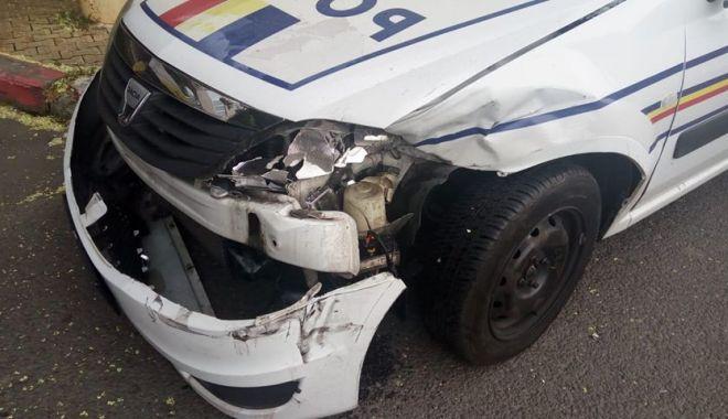 ACCIDENT RUTIER LA CONSTANŢA. Maşină de poliţie făcură praf, după ce nu i s-a acordat prioritate