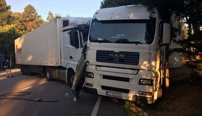 Foto: GALERIE FOTO / Lecţia dură primită de un ŞOFER CONSTĂNŢEAN DE TIR care a fost prins furând motorină într-o parcare de lângă Barcelona
