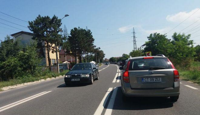 Foto: Aglomeraţie pe şosele spre sudul litoralului. Cozi de kilometri în Eforii