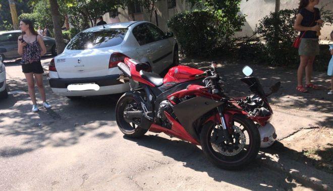 Foto: GALERIE FOTO / Accident rutier pe strada IL Caragiale. Un motociclist a fost rănit