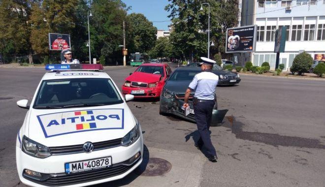 Foto: GALERIE FOTO / ACCIDENT RUTIER în zona Gării CFR. Două autoturisme au fost avariate