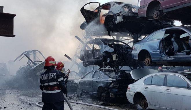 Foto: IMAGINI SPECTACULOASE! Ce a rămas în urmă, după incendiul care a cuprins un parc auto din Agigea