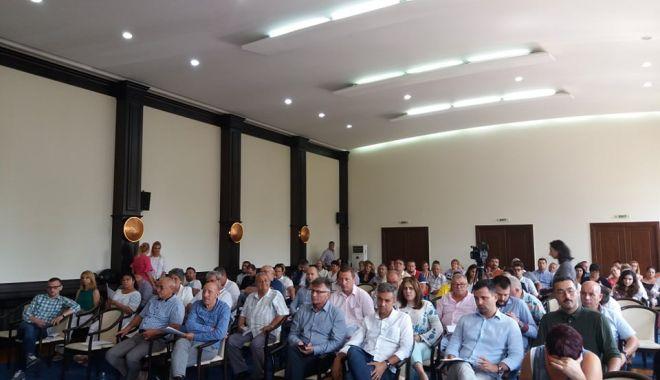 Foto: Şedinţă la CJC / DECIZIE PRIVIND FACILITĂŢILE PENTRU ELEVI ŞI STUDENŢI!