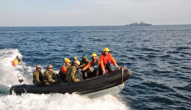 Foto: Nave româneşti în exerciţii de război cu marinarii americani. GALERIE FOTO