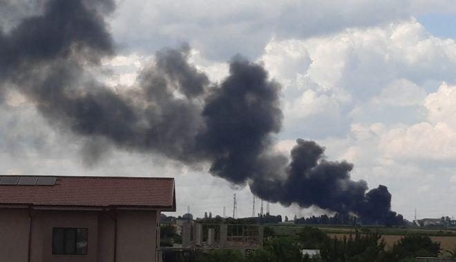 GALERIE FOTO / Incendiu puternic la un depozit din Constanța. NU SUNT VICTIME - 3e91847770d24f2fb5d4871460fdb423-1625318693.jpg