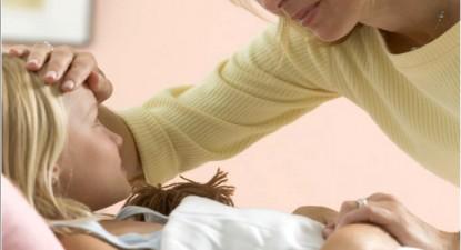 Foto: Febra copilului anunţă prezenţa unei infecţii în organism
