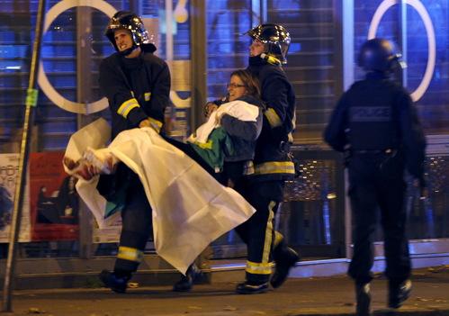 Foto: Asaltul de la Bataclan s-a încheiat. Doi terorişti au fost ucişi!
