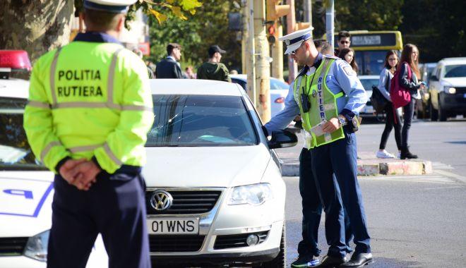 Urmărire ca în filme pe străzile Constanței! Un șofer fugar a ajuns cu mașina în gard - 3iulieurmarire-1593768488.jpg
